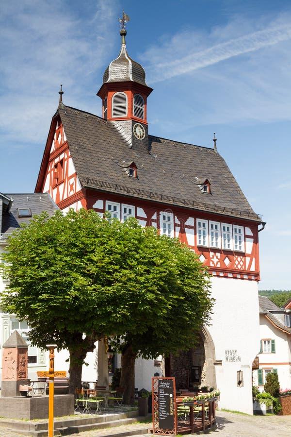Полу-timbered гражданская зала Koenigstein стоковые фото