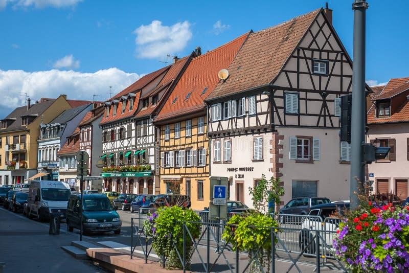 Полу-timbered дома в историческом центре Selestat в Эльзасе стоковые изображения rf