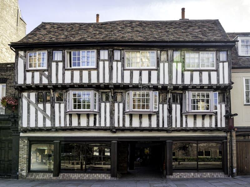 Полу-timbered дом в Кембридже, Англии стоковое изображение rf