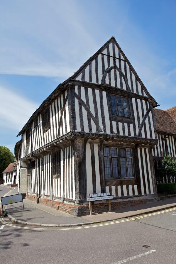 Полу-timbered средневековый коттедж в Lavenham, суффольке. стоковая фотография rf
