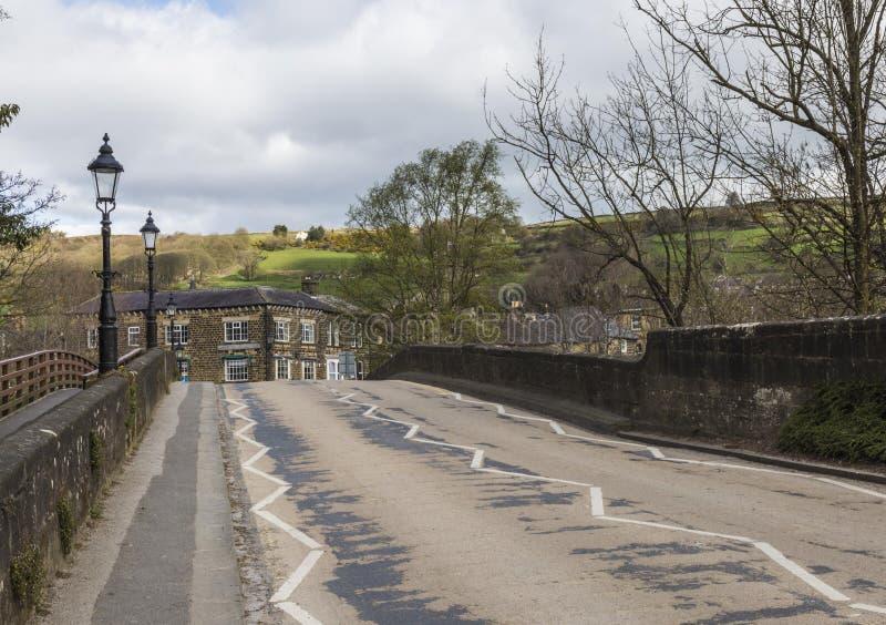 Подход к мосту Pateley в северном Йоркшире, Англии, Великобритании стоковые фотографии rf