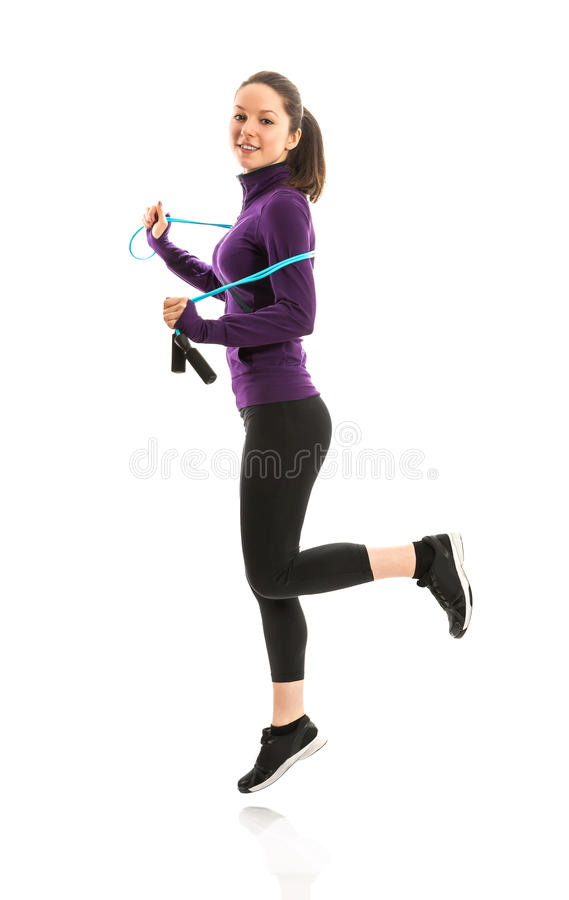 Подходящая женщина с веревочкой скачки стоковые изображения
