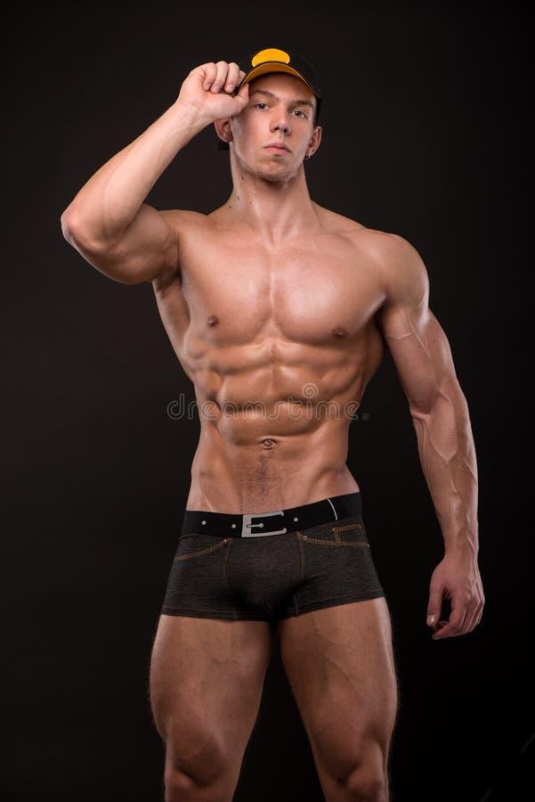 Подходящая мужская модель стоковая фотография rf