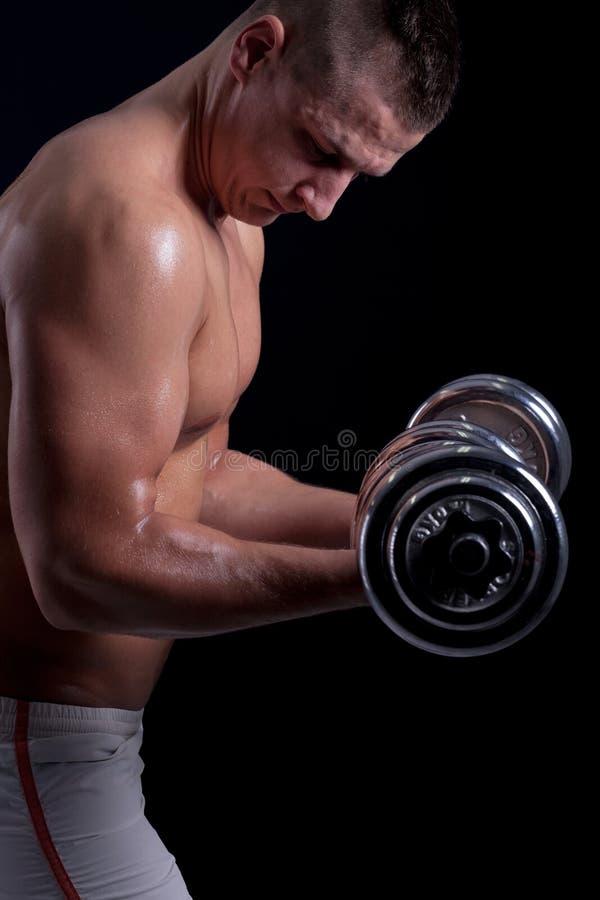Подходящий мышечный работать человека стоковое фото