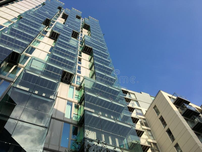 подъем зданий высоко селитебный стоковое изображение rf