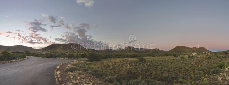 Подъем полнолуния на Karoo NP стоковые фотографии rf