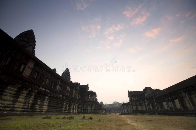 Подъем Солнця Angkor Wat в утре, Камбоджи стоковое фото rf