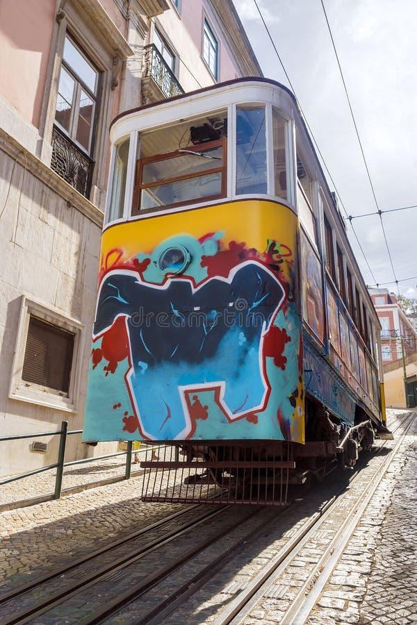 Подъем трамвая в Лиссабон, Португалию стоковые фотографии rf