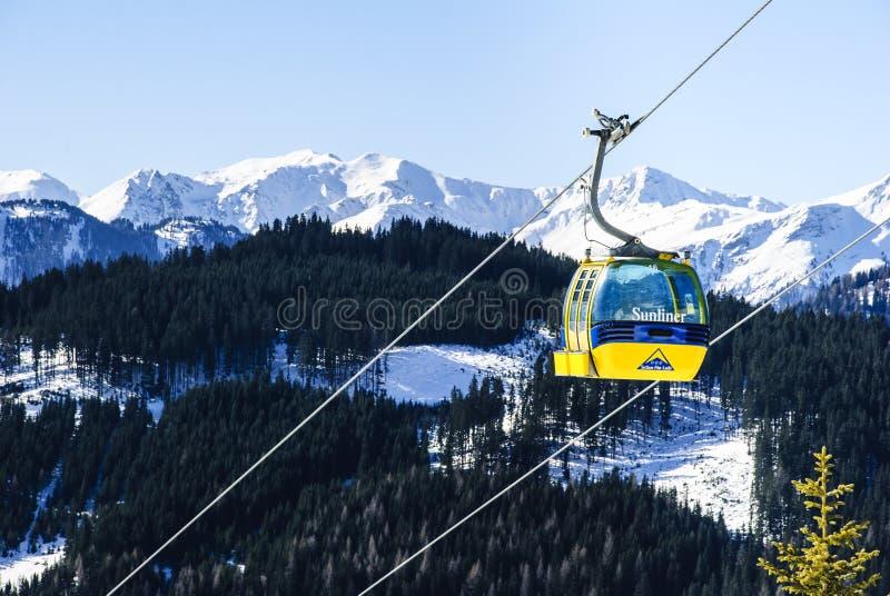 Подъем лыжи в Альпы стоковое фото
