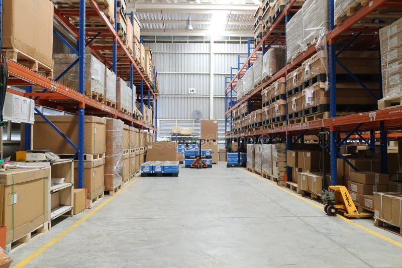 Польза склада фабрики для держит материальную поставку к клиенту стоковые фотографии rf