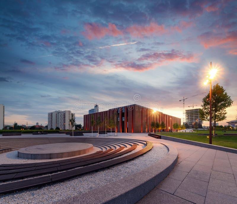 Польский симфонический оркестр национального радиовещания во время драматического захода солнца стоковое фото rf