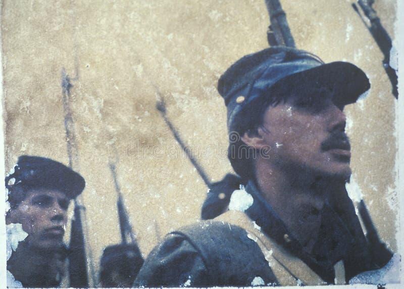 Поляроидный переход солдат маршируя в войну во время reenactment гражданской войны сражения бега Bull стоковое фото rf
