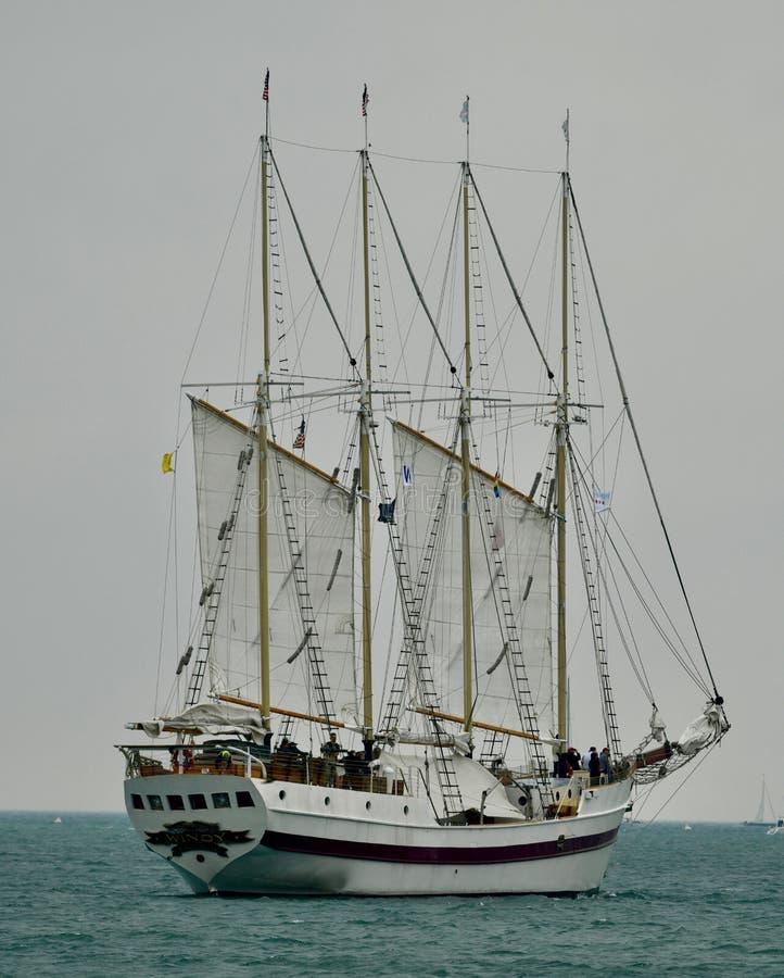 Правобортовая сторона высокорослого корабля ветреная стоковые изображения