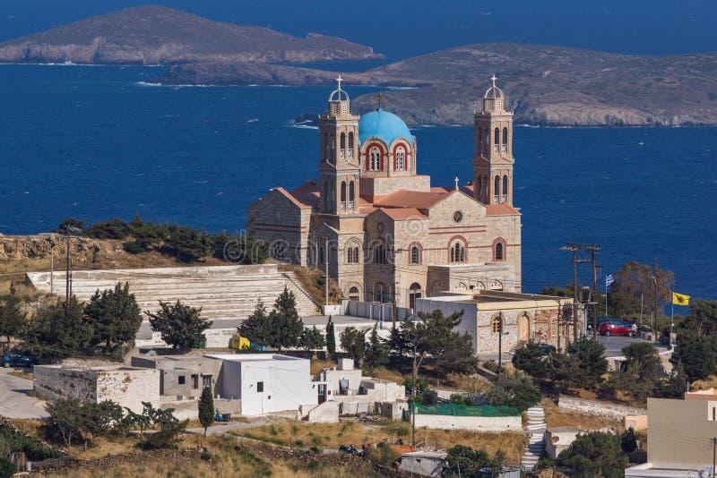 Правоверная церковь Anastaseos и панорамный взгляд к Ermopoli, Syros, Греции стоковая фотография