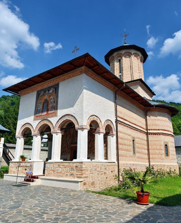 Правоверный монастырь от Polovragi стоковые изображения rf