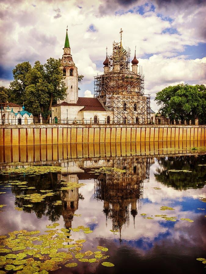 Православная церков церковь с отражением в воде стоковое изображение rf