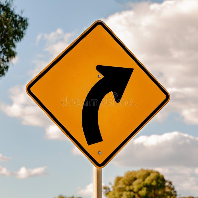 Правый загиб - австралийские знаки найденные вдоль дороги стоковая фотография rf