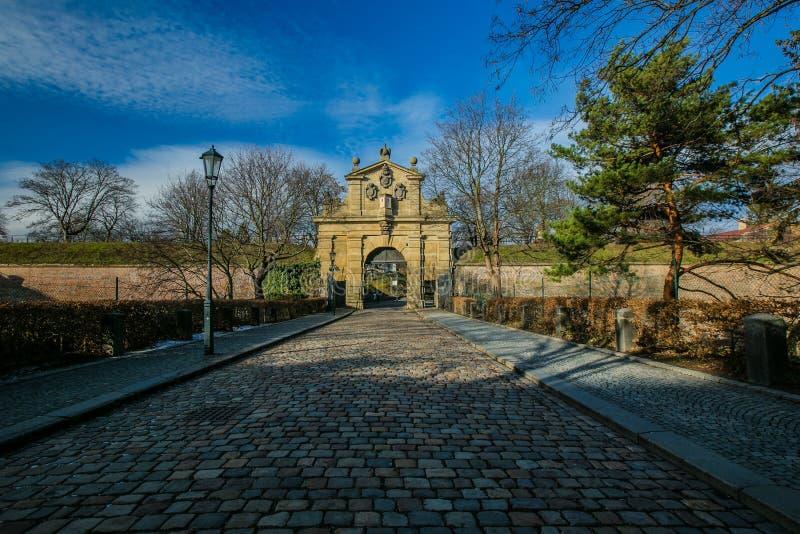 Прага, чехия/Европа - 15-ое января 2019: Ворота Leopolds камня на Vysehrad стоковое изображение rf