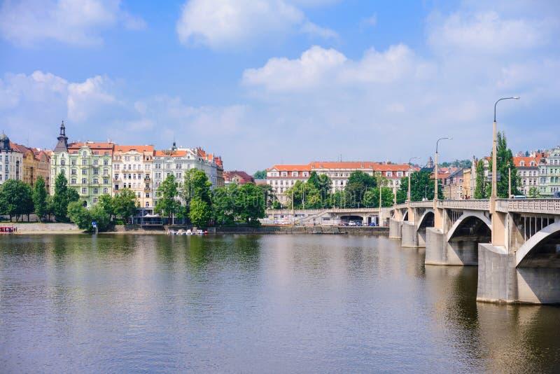 ПРАГА, ЧЕХИЯ - МАЙ 2017: Взгляд на abo Праги лета стоковое фото