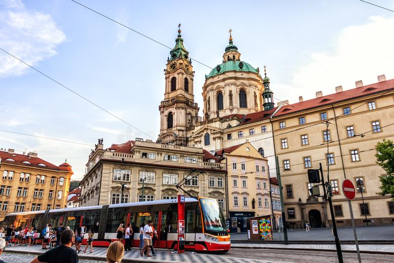 Прага, чехия - 18-ое августа 2018: Namesti Malostranske - стоковые фото