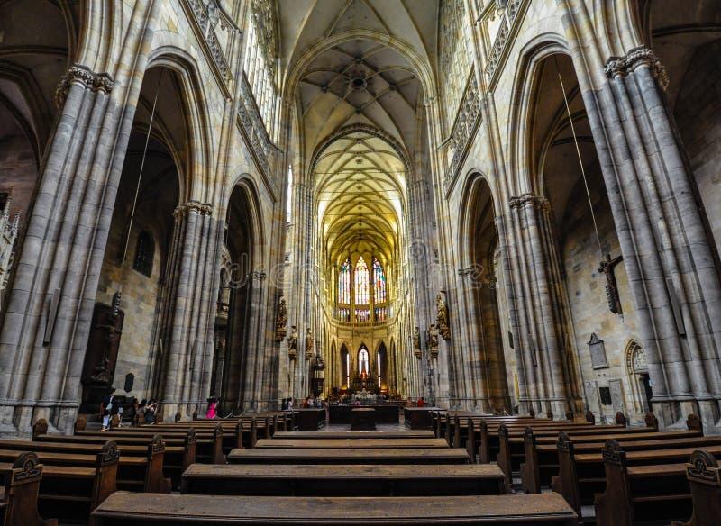 Прага, чехия - 18-ое июня 2012: Интерьер собора St Vitus, главный собор в Праге стоковое изображение