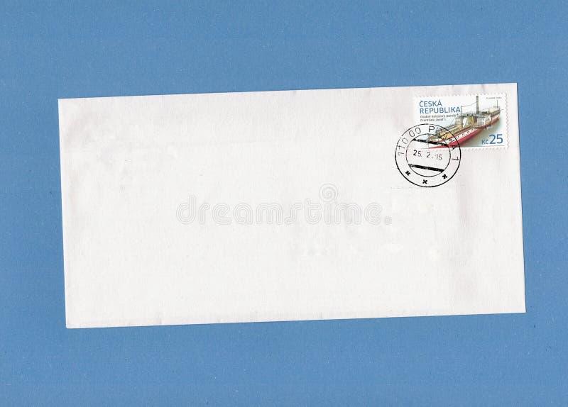 ПРАГА, ЧЕХИЯ - ОКОЛО ФЕВРАЛЬ 2015: Печать столба напечатанная в чехии нося чертеж Osobni kolesovy стоковые фотографии rf