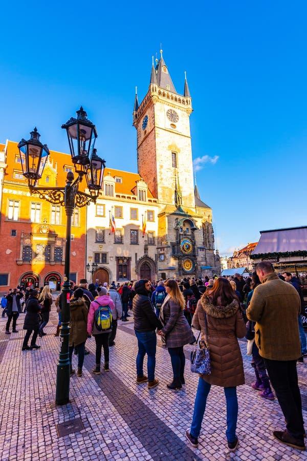 Прага, чехия - 1 12 2018: Старое namesti Staromestske городской площади Праги на чешском поговорить около церков с Orloj стоковое фото rf