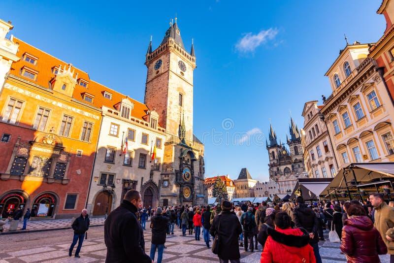 Прага, чехия - 1 12 2018: Старое namesti Staromestske городской площади Праги на чешском поговорить около церков с Orloj стоковая фотография