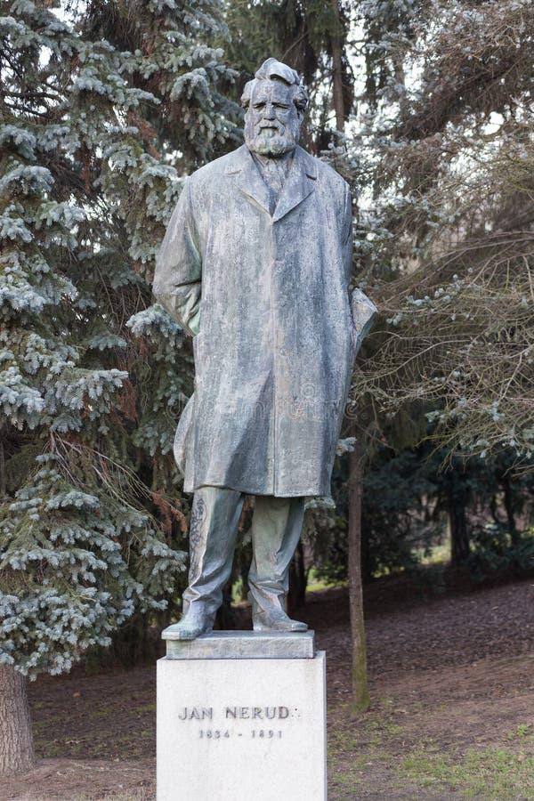 ПРАГА, ЧЕХИЯ - 23-ЬЕ ДЕКАБРЯ 2015: Фото памятника к Чарльзу Hynek Mahe стоковая фотография