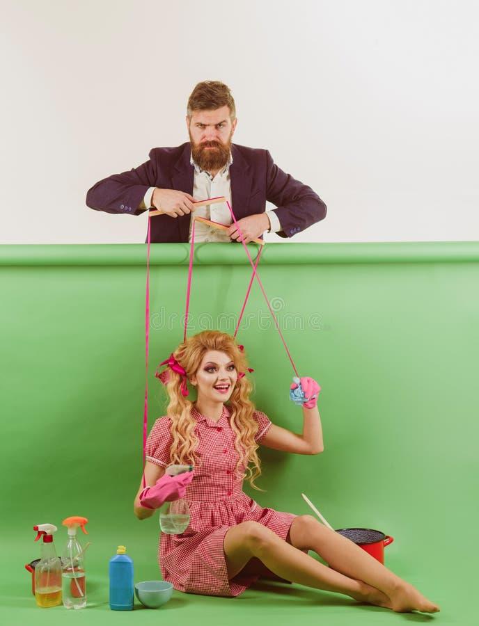 праздники и кукла засилье и зависимость винтажные женщины марионетка и человек моды Домохозяйка творческая идея Любовь ретро стоковые изображения