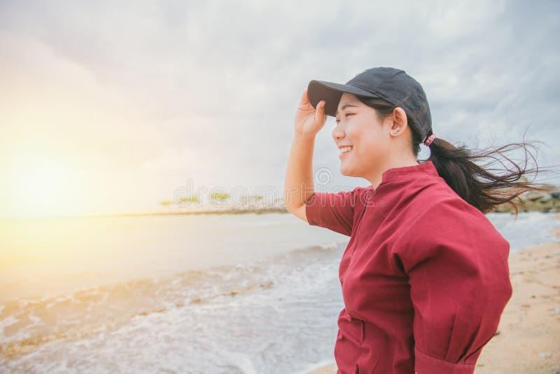 Праздник азиатской предназначенной для подростков улыбки счастливый стоковое изображение rf