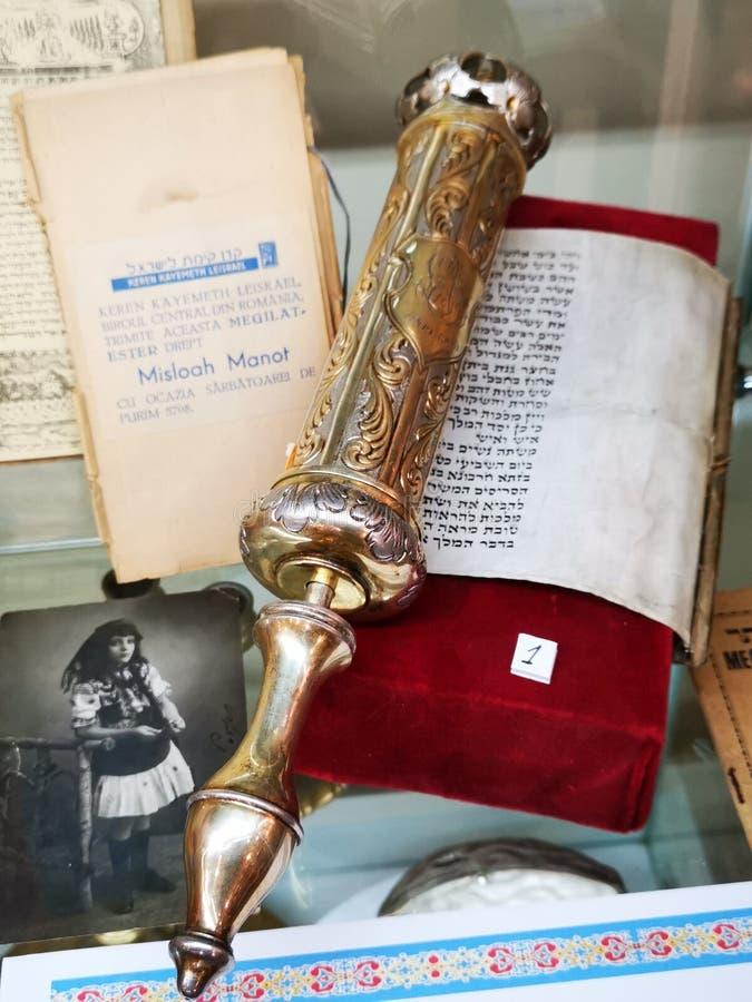 Праздник Purim еврейский - Meghilat Есфирь, серебряный, который принадлежали равину Моисею Rosen стоковая фотография