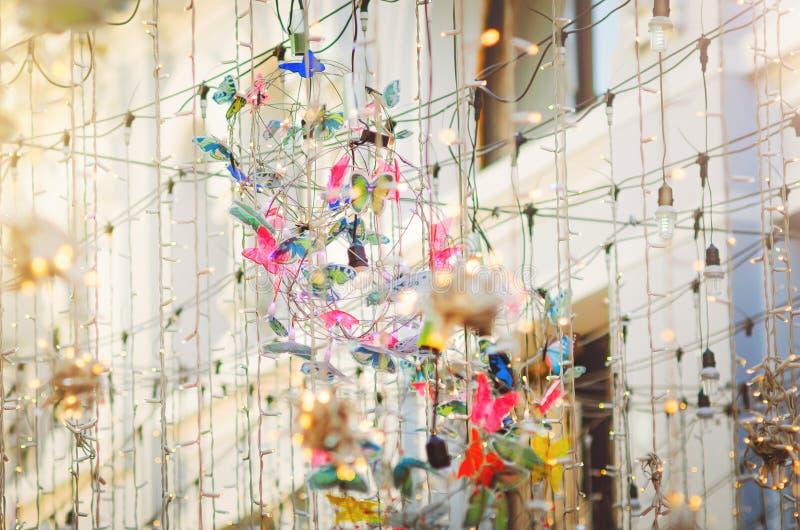 Праздничное украшение улицы с декоративными гирляндами и светами стоковое фото rf
