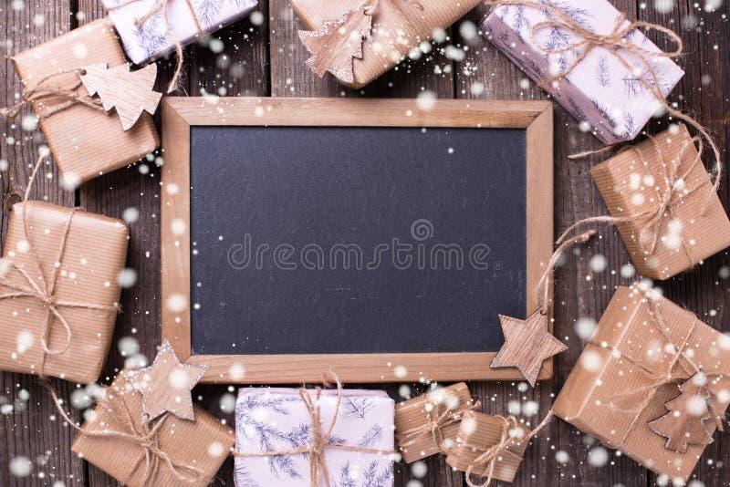 Праздничные подарочные коробки с настоящими моментами и пустым классн классным стоковое фото