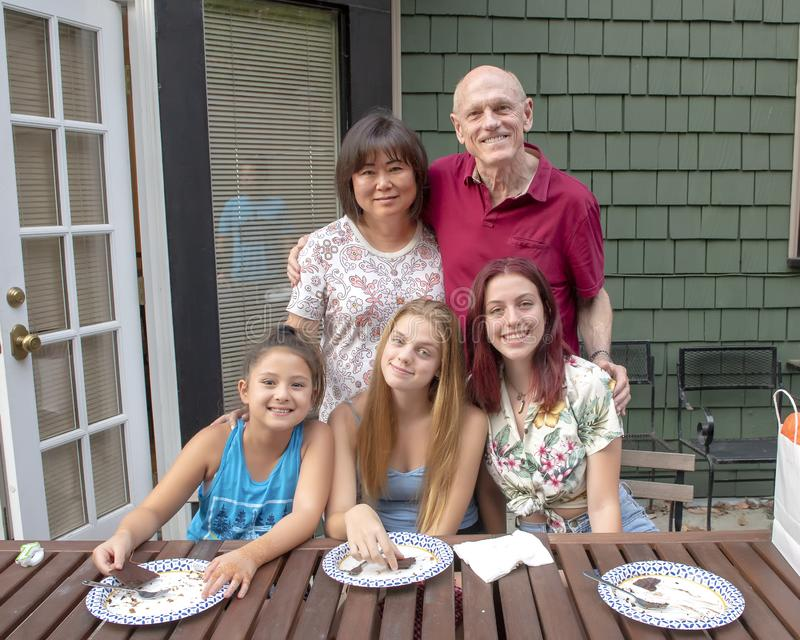 Праздновать день рождения внуков на семейном отдыхе, Сиэтл Вашингтон стоковая фотография rf