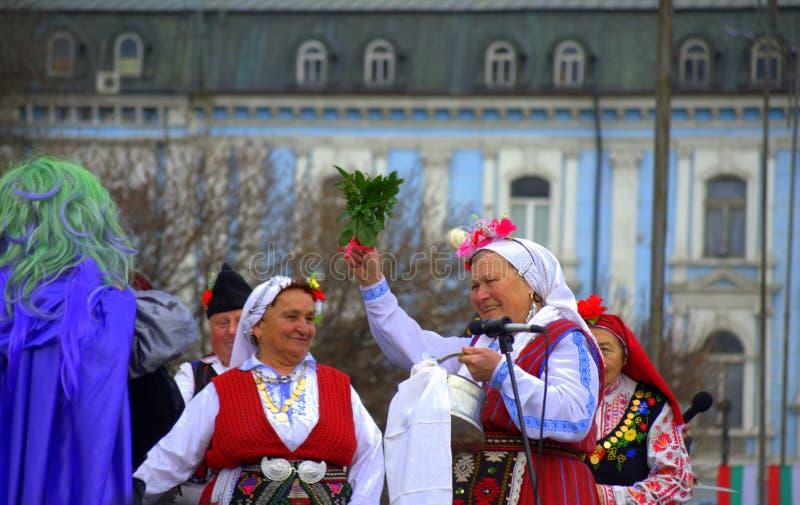 Праздничная масленица костюмировала старших женщин стоковые фото