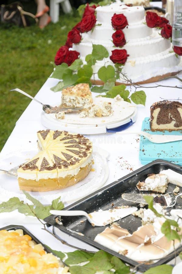 Download Праздничная плита торта стоковое фото. изображение насчитывающей плоско - 33726178