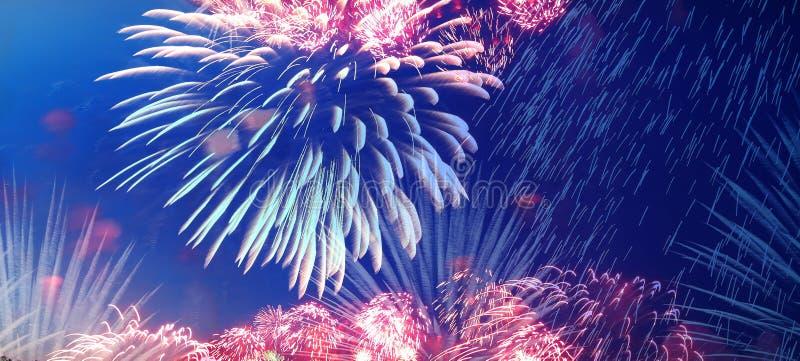 Download Праздничные красочные фейерверки Стоковое Фото - изображение насчитывающей накалять, ноча: 40578654
