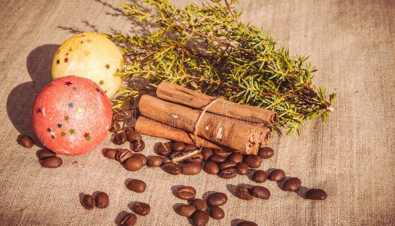 Праздничный кофе и циннамон рождества стоковые фотографии rf
