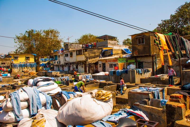 Прачечная в Индии Прачечная, сухие вещи на веревке для белья Мумбаи стоковая фотография rf