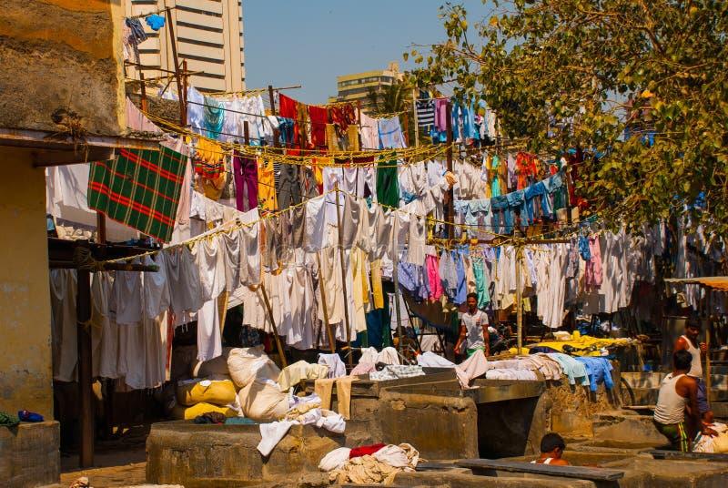Прачечная в Индии Прачечная, сухие вещи на веревке для белья Мумбаи стоковое фото