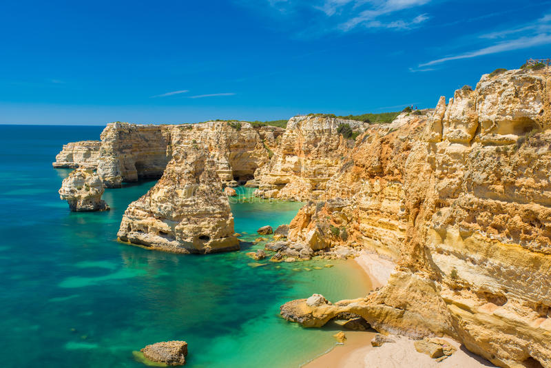 Прая da Marinha - красивый пляж Marinha в Алгарве, Португалии стоковые изображения rf