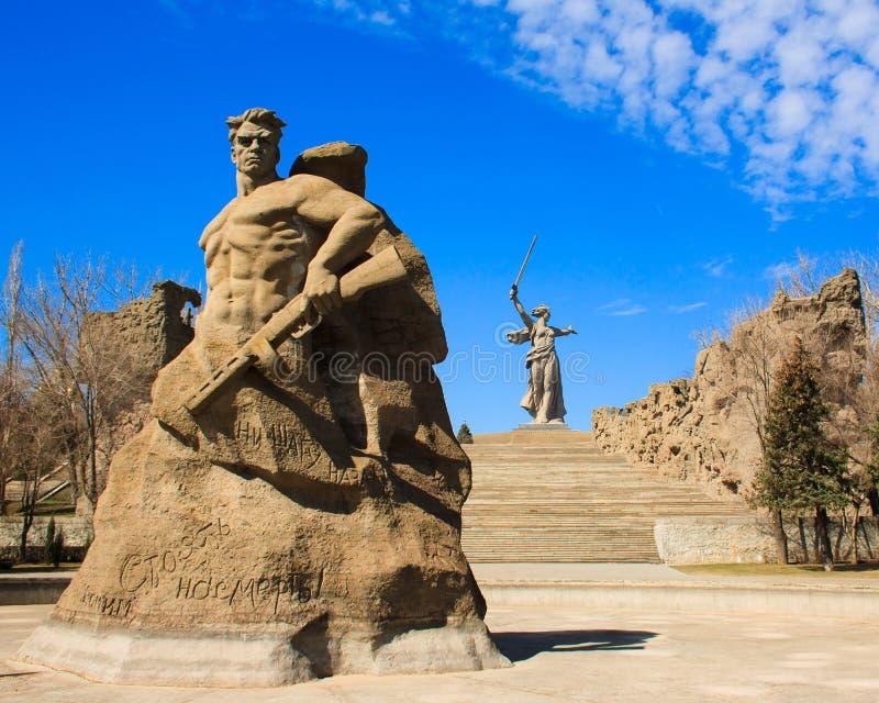 Пребывание памятника к смерти в комплексе Mamayev Kurgan мемориальном в Волгограде стоковое фото rf