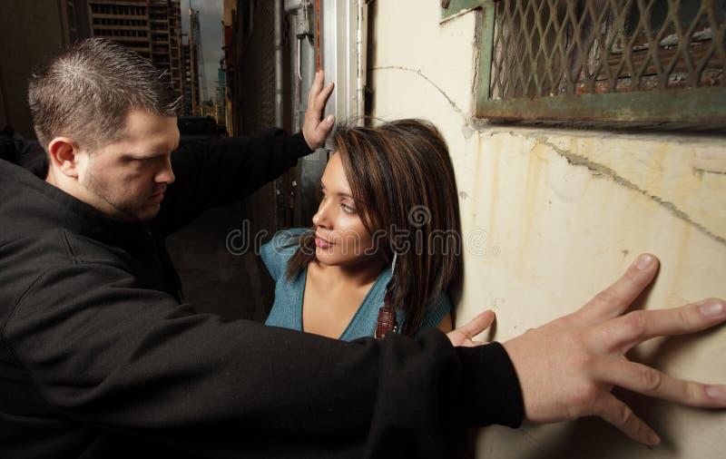 преграждать женщину человека стоковое фото