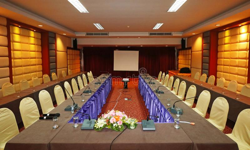 предводительствует таблицу конференц-зала конференции стоковые изображения
