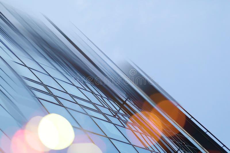Предпосылка архитектуры абстрактного города дела современного городская футуристическая Концепция недвижимости, нерезкость движен стоковая фотография rf