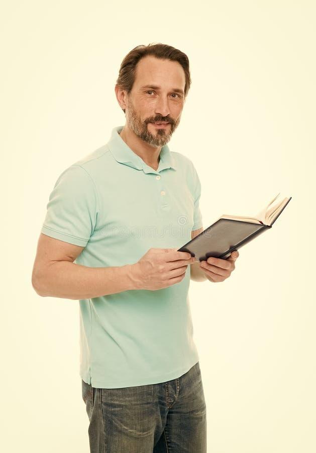 Предпосылка владением человека зрелой бородатой изолированная книгой белая Полезное сведение E Домашние образование и собственная стоковые изображения rf