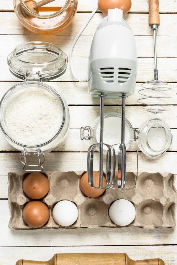 Предпосылка выпечки Подготовка теста для очень вкусных печений стоковые изображения rf