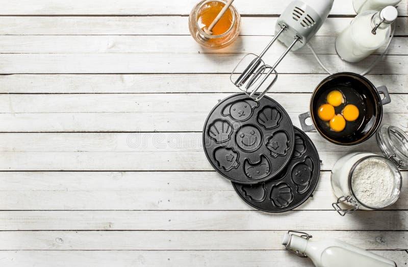 Предпосылка выпечки Подготовка теста для очень вкусных печений стоковая фотография