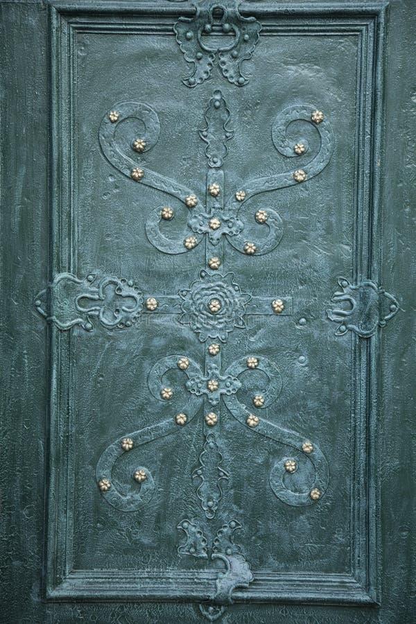 Предпосылка двери металла средневековая винтажная стоковая фотография